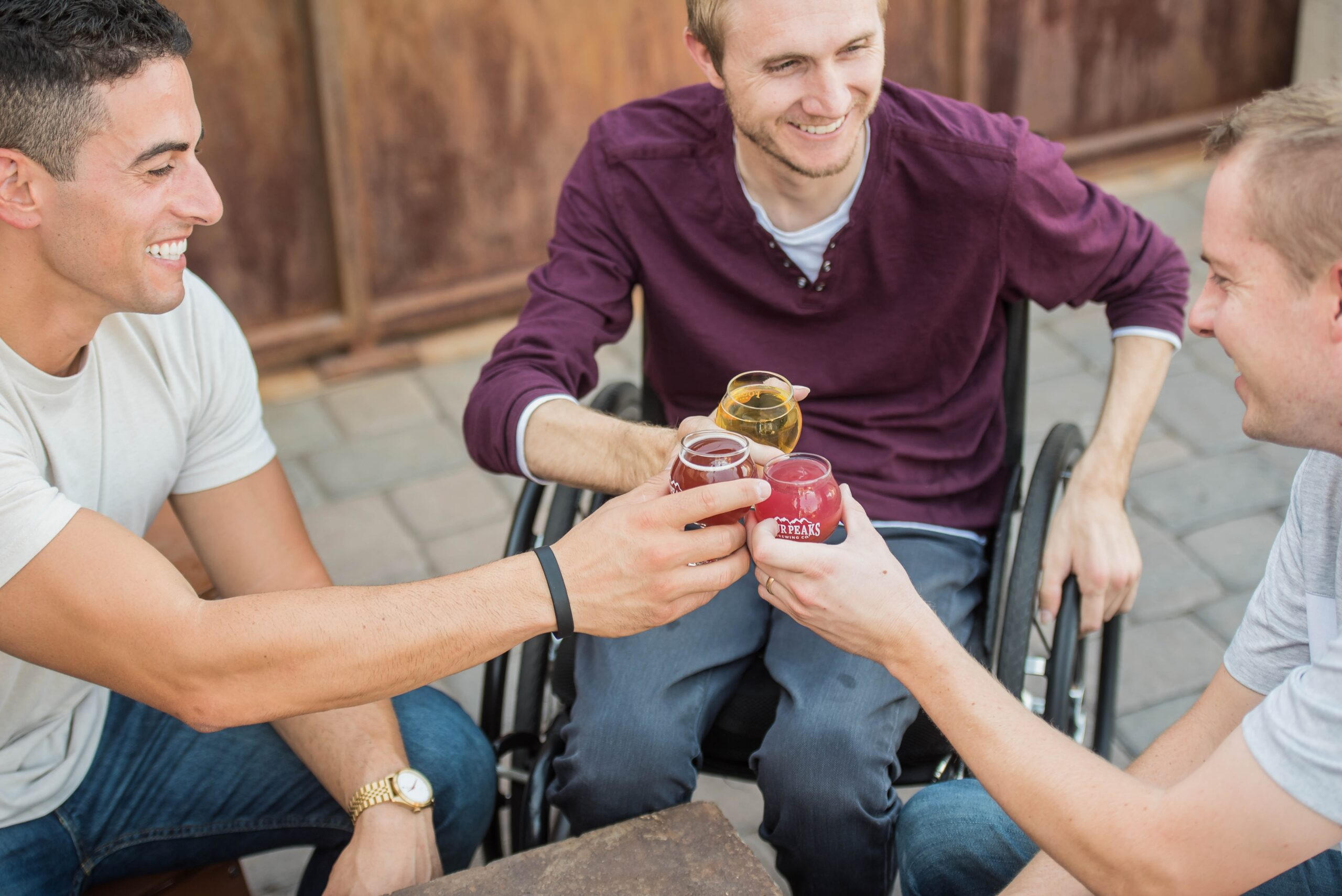 Unterwegs im Rollstuhl: Was das Leben leichter macht